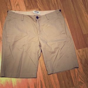 Old navy khaki Bermuda shorts size 8